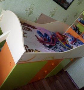 Кровать детская+письменный стол в подарок.