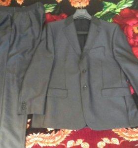 Мужской костюм Valenti + рубашка и галстук .