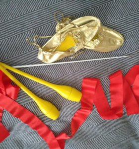 Булавы и лента для художественной гимнастики