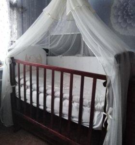 Кроватка маятник, укомплектованная.