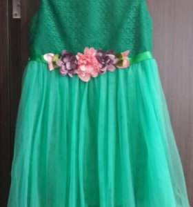 Продам платье на девочку 8-10 лет