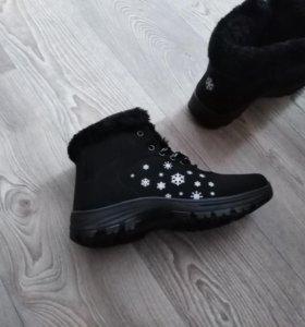 Зимнии женские кроссовки.