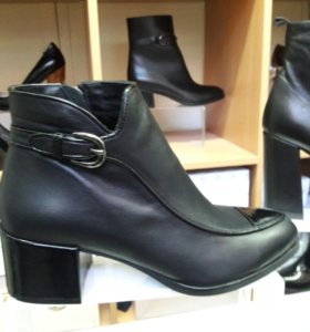 Новые кожанные ботинки Romanelli