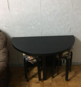 Стол круглый чёрный