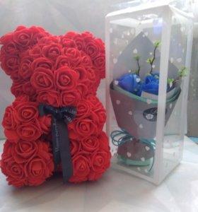 Цветочный мишка и букетик из мыльных роз