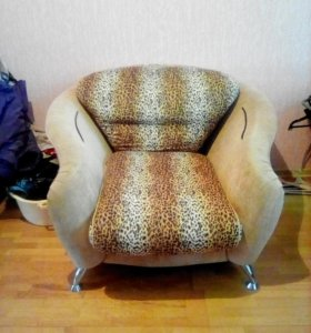 Кресло с пуфиками