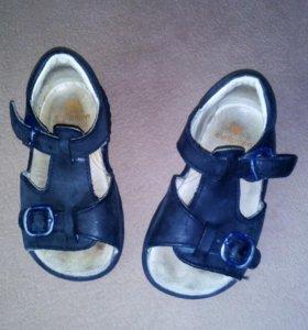 Кожаный сандали