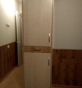 Шкафы в прихожую 3 штуки.