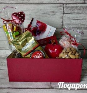 Подарочные наборы к празднику в наличии и на заказ