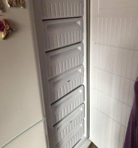 Холодильник, морозильную камеру