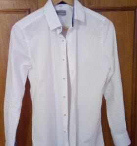 Рубаха классическая белая однотонная.
