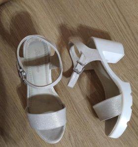 Босоножки , сандали , туфли