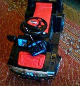 Машинка детская на аккумуляторе и пульт управление