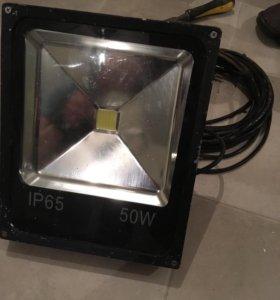 Прожектор в хорошем состоянии кабель 5 м