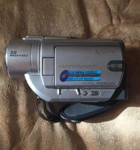 Дисковая цифровая видеокамера HandycamDVD405e Sony