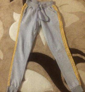 Спортивные штаны для девочки (adidas)