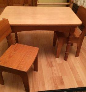 Детский стол и 2 стульчика