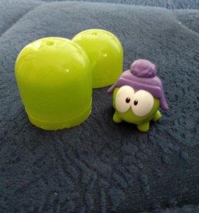 Игрушка на карандаш ам ням om nom из Киндер яйца