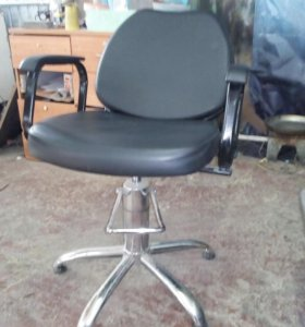 Парикмахеское кресло продам