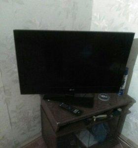 Телевизор LG 32C 560