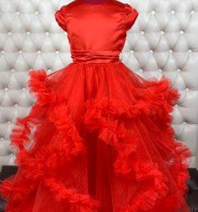 Очень красивое пышное платье с 122-146