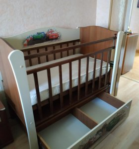 Детская кроватка с маятником Молния McQueen