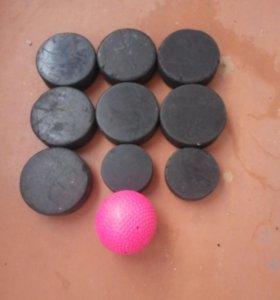Шайбы и мячик для хоккея