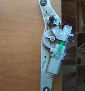 Мотор заднего дворника nissan note E11