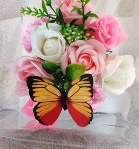Букет цветов из мыла в коробке