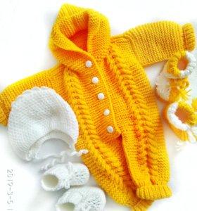 Детский комбинезон с шапочкой и пинетки