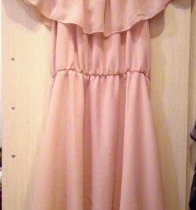 Шифоновое платье с открытыми ключицами