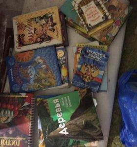 Книжки для разного возраста срочно берите дёшево!