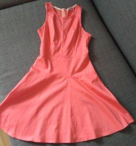 Кораловое платье без рукавов