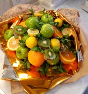 Букет из фруктов,сладостей,мясной