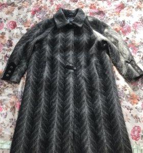 Демисезонное пальто,60 р-р