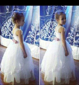 Новое платье с этикеткой на девочку
