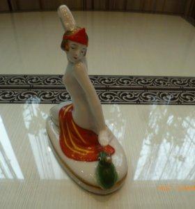 фарфоровая статуэтка ню Германия девушка и лягушка