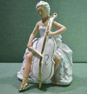 """Фарфоровая статуэтка """"Девушка с виолончелью"""""""