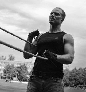 Фитнес тренер по работе со жгутом-эспандером