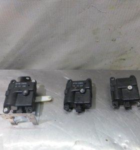 Моторчик заслонки печки Nissan X-Trail T31 б/у