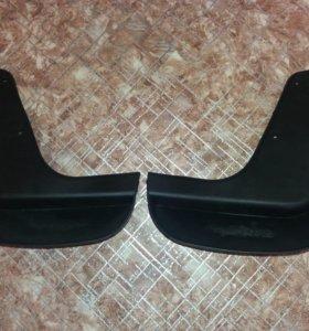 Продам передние брызговики на Мазда 3 2004-2009