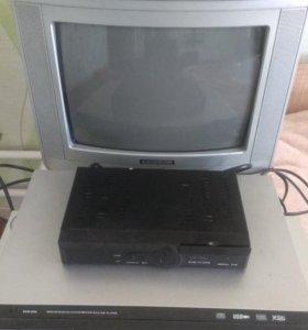 Телевизор, 3 DVD, тюнер.