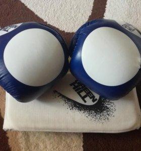 Перчатки для бокса,защита голени и стопы,все вмест