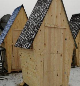 Деревянный туалет домиком