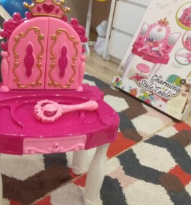 Туалетный столик для маленькой принцессы
