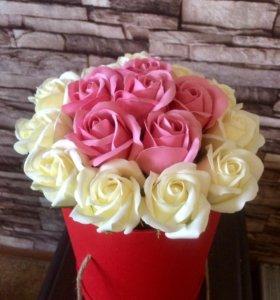 Неувядающие розы в подарочных коробках
