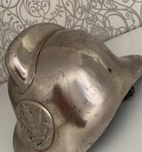 Старинный шлем пожарного