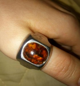 Серебряное кольцо с янтарем