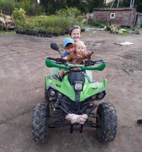 Детские квадроциклы 2 штуки