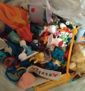 ПАКЕТ с игрушками из Киндеров и т.д